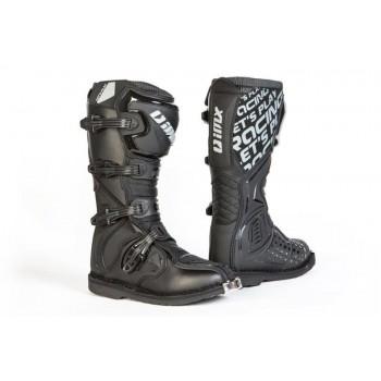 Długi bezpieczny but crossowy zapinany na 4 klamry